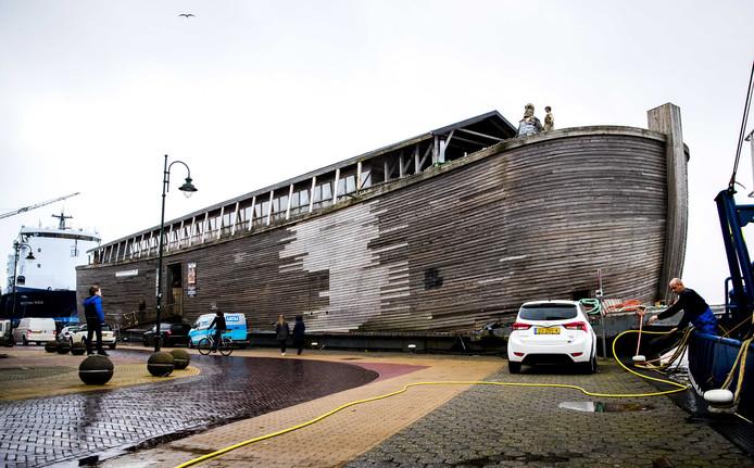 De replica van de Ark van Noach  sloeg op 3 januari los door een storm en veroorzaakte schade.