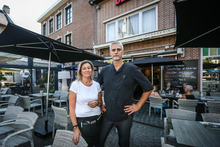 Cafe Forum Bilzen uitbaters Davy Slechten en Silvy Peters