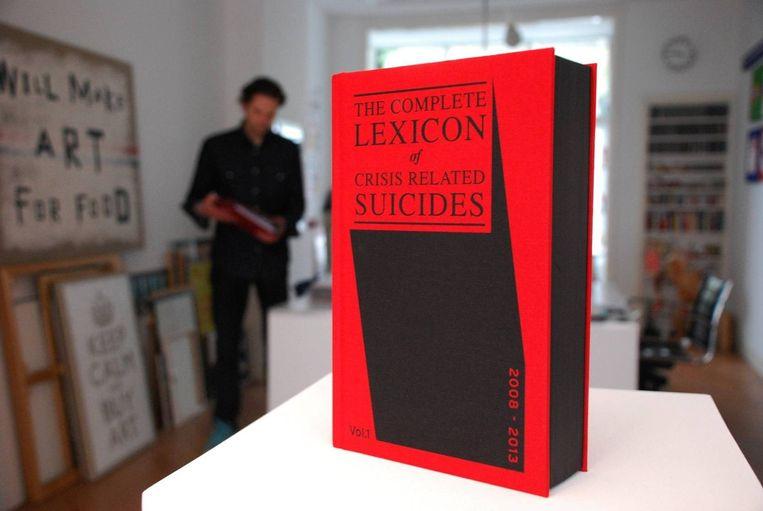 In 'The Complete Lexicon of Crisis Related Suicides' heeft Richard Sluijs de verhalen opgenomen over talloze zelfmoorden. Beeld Richard Sluijs