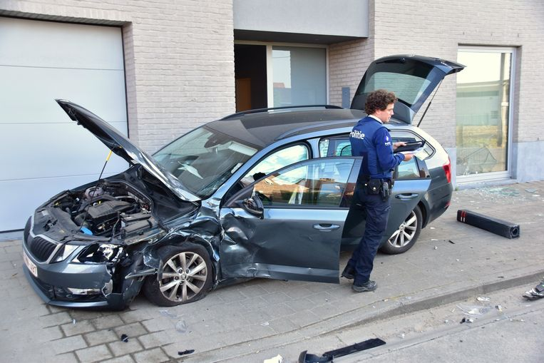 Ook de Skoda Octavia kwam fel gehavend uit het ongeval.
