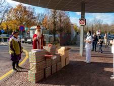 Sinterklaas verrast ETZ-personeel: 'Met mij mee naar Spanje? Dat mag natuurlijk'