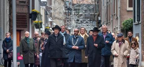 Eerste Holocaustherdenking in Arnhem druk bezocht: 'nooit weer zoiets als Auschwitz'