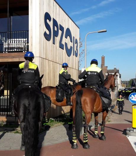 Demonstratie anti-Zwarte Piet na uur gestaakt, 48 relschoppers aangehouden in Tilburg