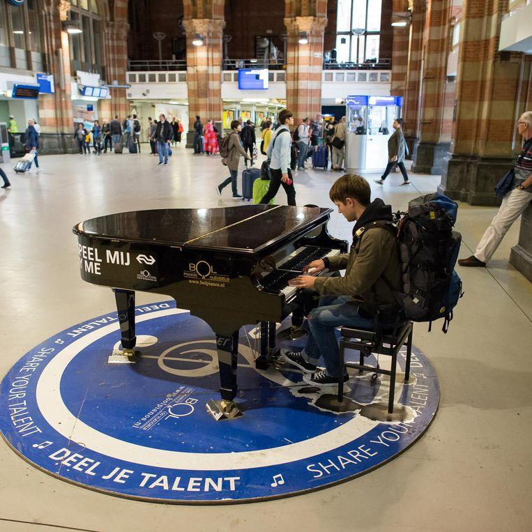 De piano op het Centraal Station Beeld Mats van Soolingen