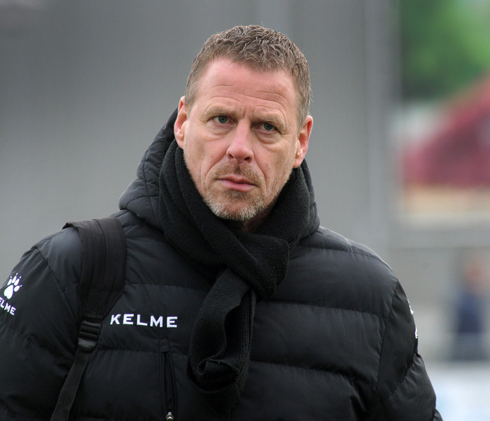 Daan Eikenhout is niet langer trainer van Terneuzen.