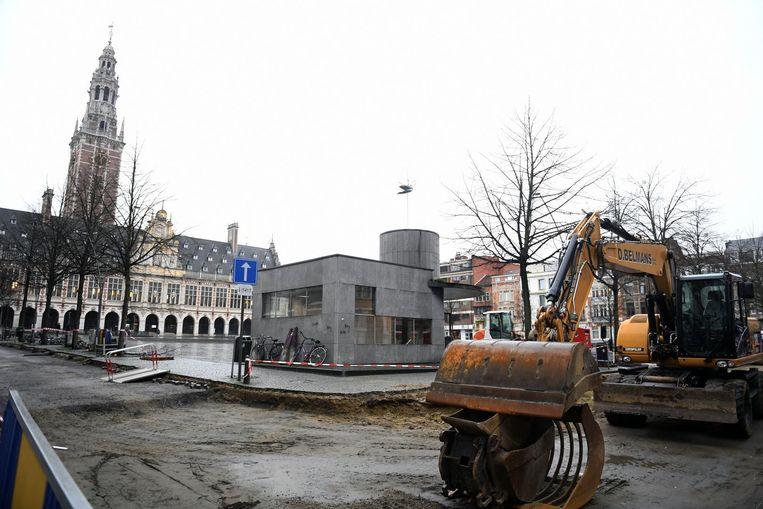 Ook op het Ladeuzeplein zijn de werken in volle gang.