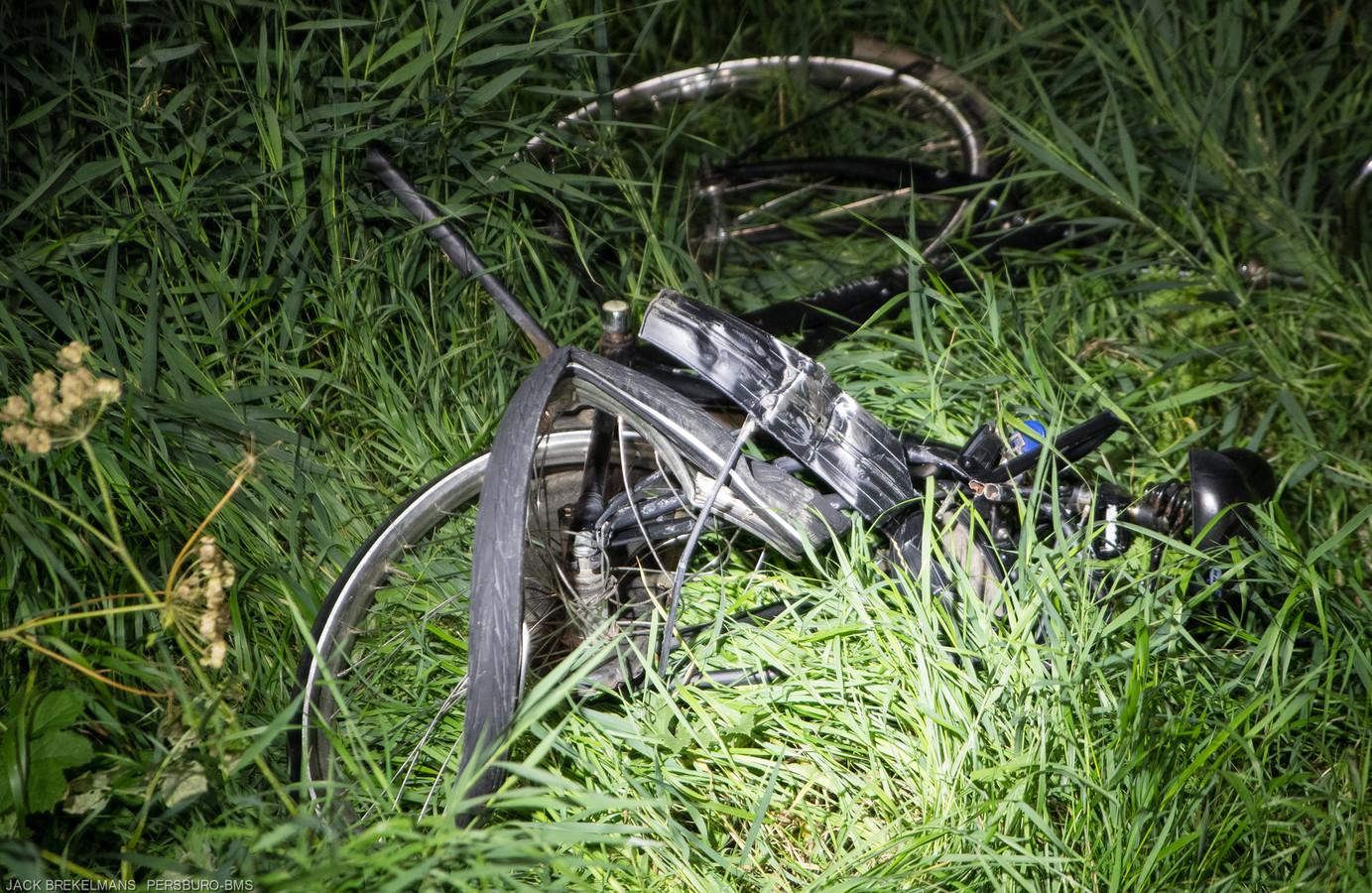 Van de fiets is niet veel meer over.