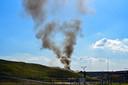 Rookwolk trekt over Tilburg van brand bij afvalverwerker Attero.