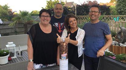 Kapster Sonia schenkt rospot van 18 kilogram aan 'Glabbeek Fietst tegen Kanker'