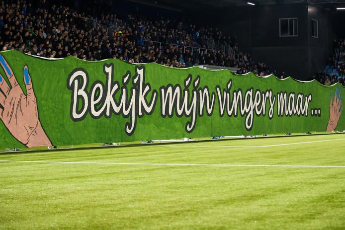 Bij een spandoekenactie van supportersgroep Far East Ultra's werd bij vijf thuiswedstrijden van PEC het lied 'Ik ben een Zwollenaar' ontrold.