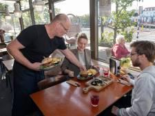 Schaamteloosburger eten bij vegan restaurant Stoom in Middelburg