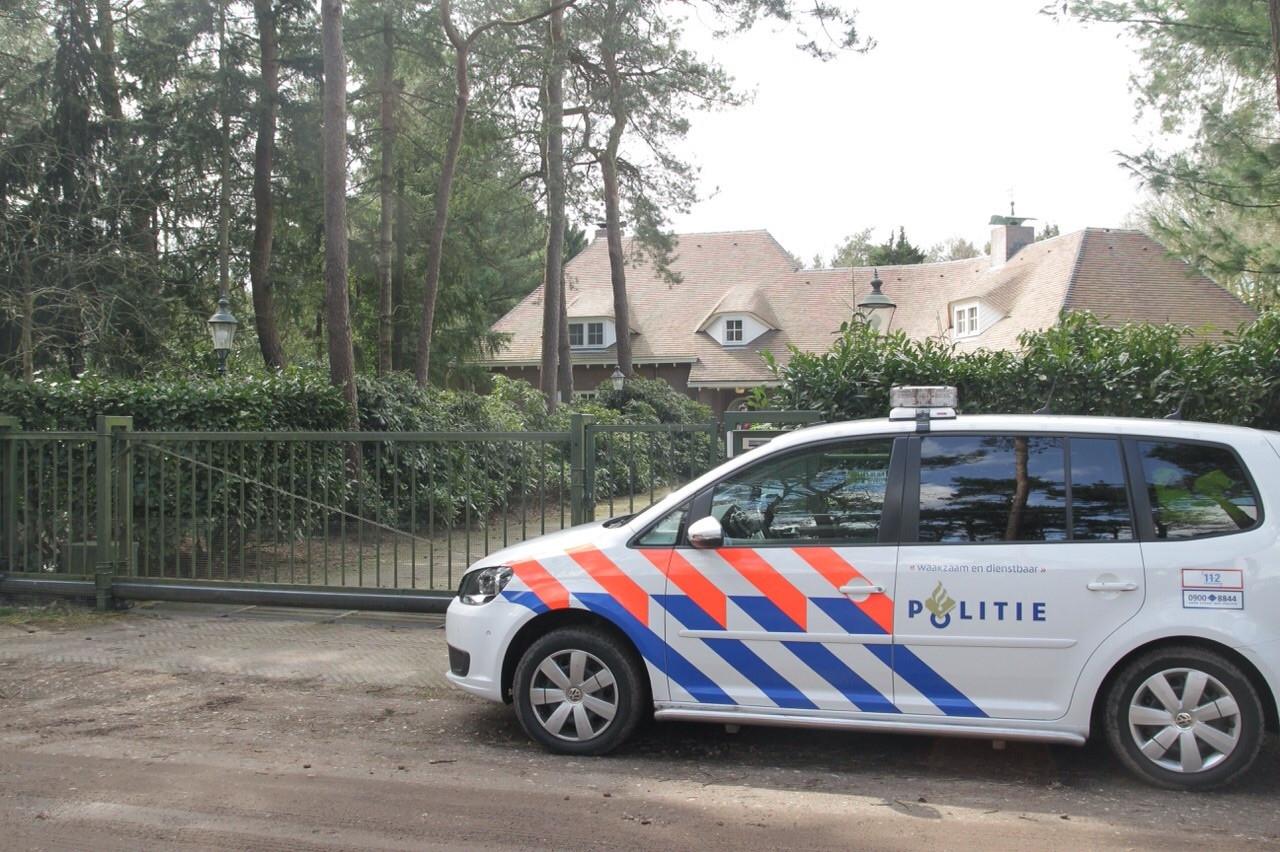 Politie onderzocht in april vorig jaar de omgeving van de pinautomaat van de Bakelse Rabobank
