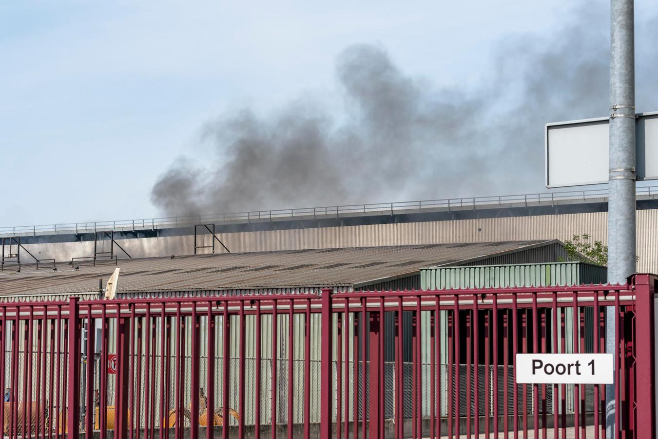 Brand aan de Vlasweg in Moerdijk.