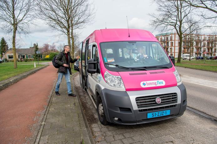 Breng flex brengt, op bestelling, passagiers van bushalte naar bushalte.