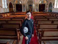 Bij Sakay Esen (21) staat de zondag in het teken van geloof en voetbal