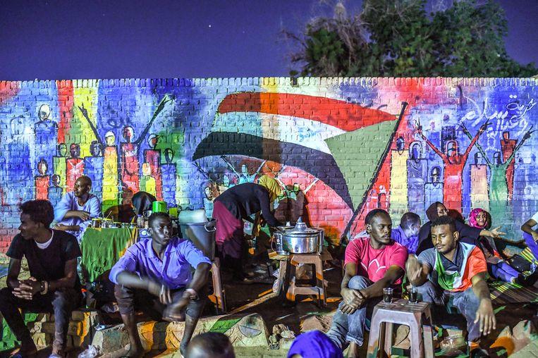 Recentelijk aangebrachte muurschildering nabij het hoofdkwartier van het leger. Beeld AFP