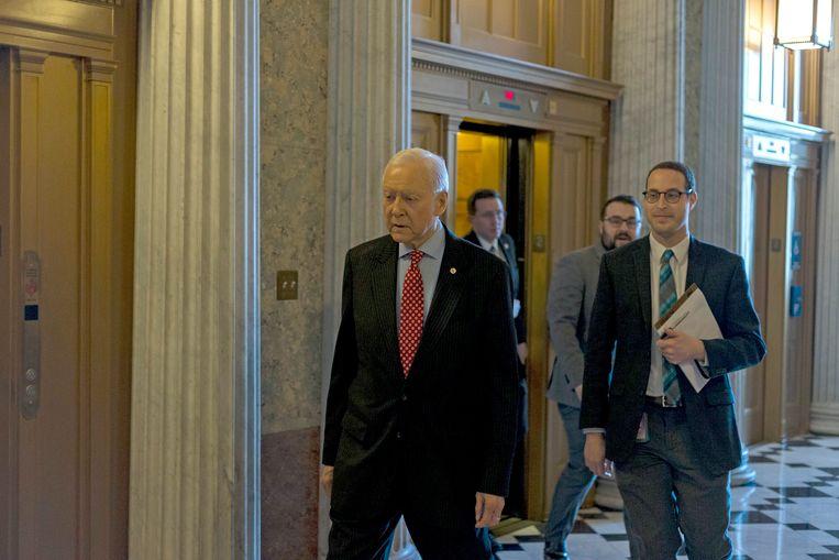 President pro tempore van de Amerikaanse Senaat Orrin Hatch (links)