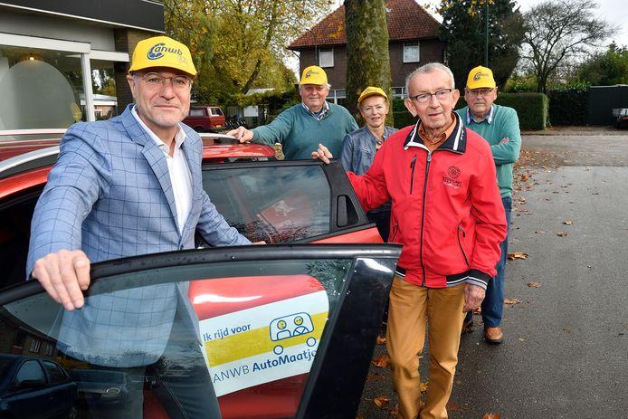 Wethouder Van Beurden reed Piet Noorman naar ontmoetingscentrum De Oude Bieb in Achterveld.