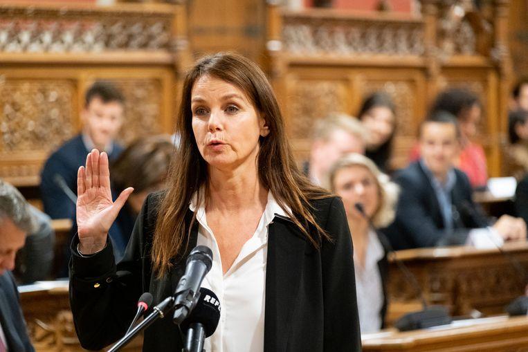 Tine Van den Brande tijdens haar eedaflegging als gemeenteraadslid