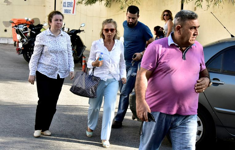 De Turkse journalist Nazli Ilicak in het midden van de foto. Beeld REUTERS