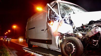 Bestuurder terreinwagen valt in slaap op snelweg: andere automobilist kan botsing niet vermijden