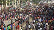 Textielarbeiders Bangladesh manifesteren tegen lage lonen