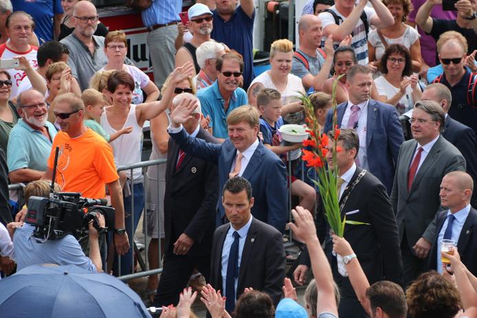 Koning Willem-Alexander bracht onverwacht een bezoek aan Cuijk.
