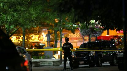 Video toont hoe schutter wapen richt op restaurant in Toronto: één dode en dertien gewonden, onder wie jong meisje in kritieke toestand