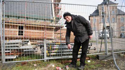 """Dolf Wieërs (72) noemt zichzelf de 'blikvanger': """"Met mijn magnetische grijper vang ik elk blikje op mijn wandelingen"""""""