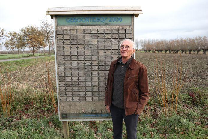 Rolle De Bruyne aan de bordjes nabij het geboortebos van Beverhoutsveld.