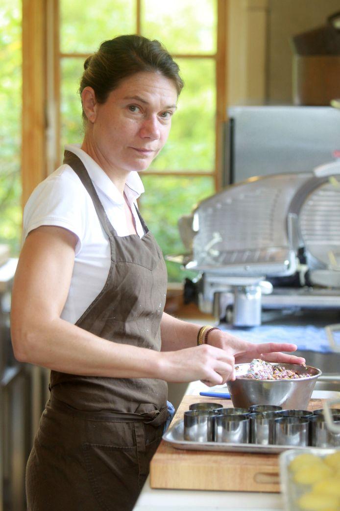 Karen van A'Qi staat vanaf zaterdag tussen 29 mannelijke chefs.