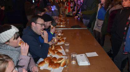 Lokerse jeugd verorbert sandwiches met gekapt voor goede zaak