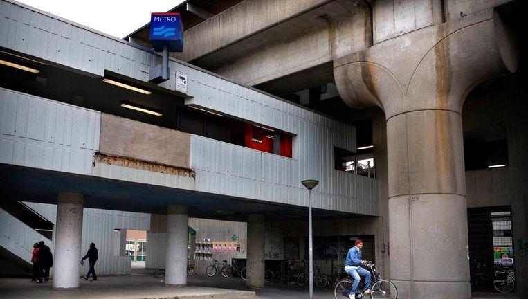 Metrostation Kraaiennest in Zuidoost. Beeld Floris Lok