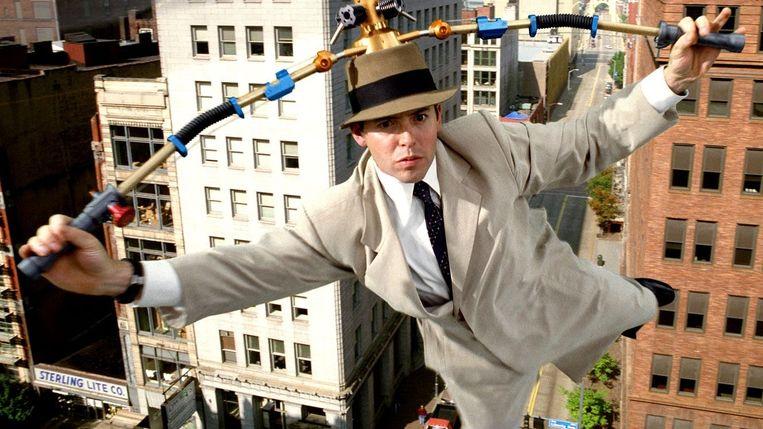 Inspector Gadget met helikopterhoed in Inspector Gadget (1999) Beeld
