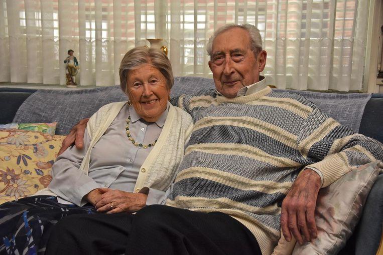 Lucien Declerq (93) met zijn echtgenote Jeanne (95).