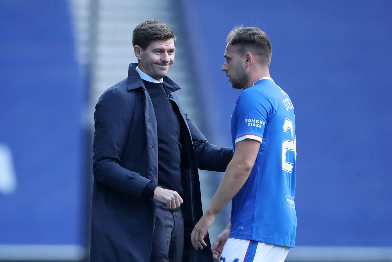Manager Steven Gerrard met Greg Steward na weer een triomf van Rangers FC.