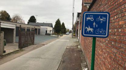 Nieuwe verkeersborden aan Paardenkerkhof tegen sluipverkeer
