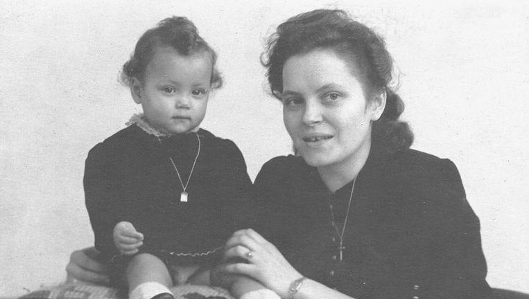 Wanda van der Kleij en haar moeder. Beeld Foto uit het boek Kinderen van zwarte bevrijders