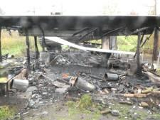Oprichters en vrijwilligers van fruittuin in De Glind treuren om afbranden van hun onderkomen