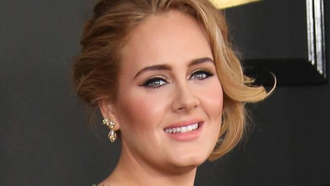 """Bijna onherkenbare Adele blijft volgers verrassen met nieuwe look: """"Ben jij het echt?"""""""