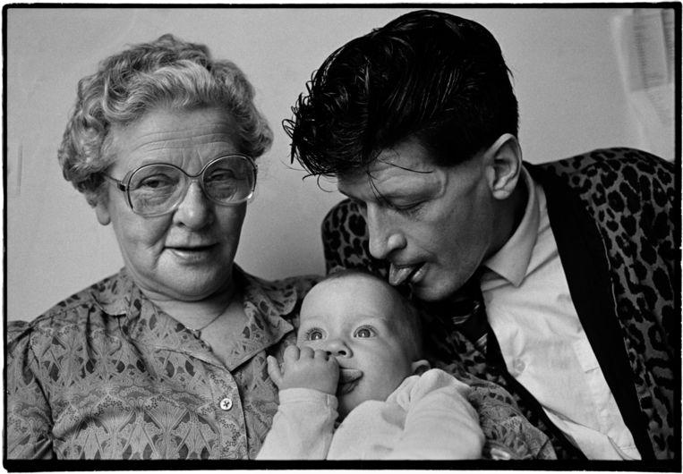 Herman en zijn moeder met Lola. Beeld Gerard Wessel