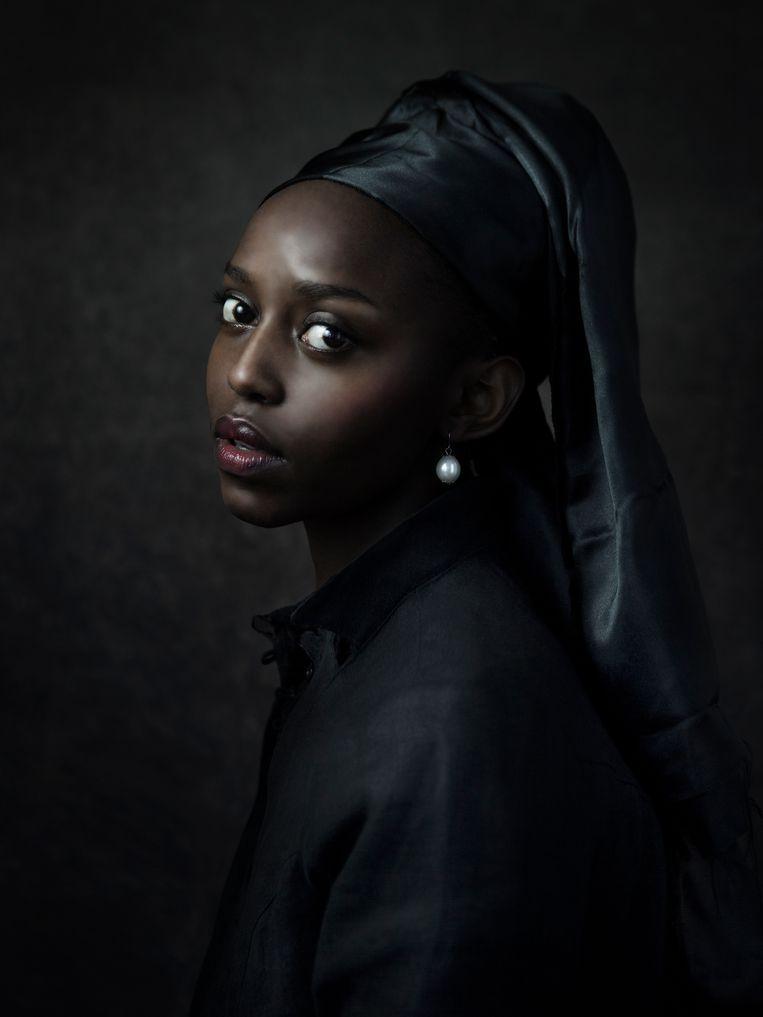 Black girl with pearl, geïnspireerd op Meisje met de parel van Vermeer, dat begin dit jaar werd aangekocht door het Stedelijk Museum Schiedam.  Beeld Jenny Boot