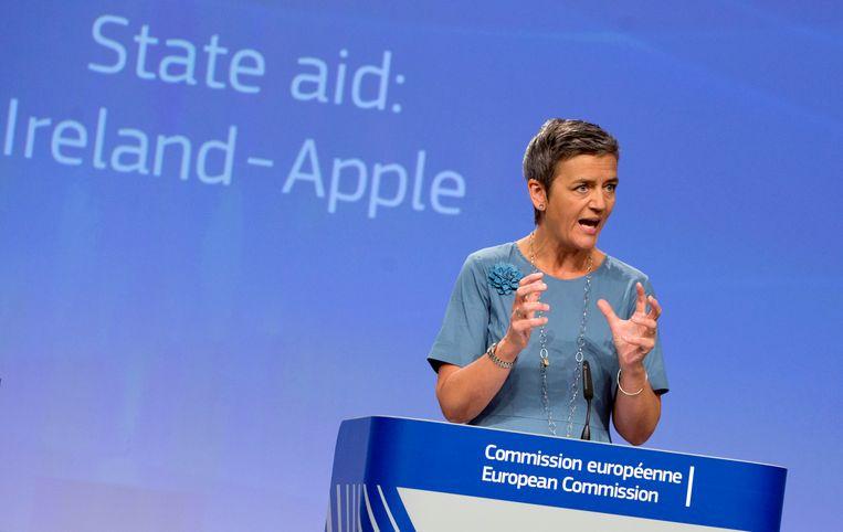Apple won deze week een rechtszaak tegen de Europese Commissie die bepaald had dat het bedrijf ruim 14 miljard euro aan belastingen moest betalen aan Ierland. In deze archieffoto uit 2016 spreekt Europees Commissaris Margrethe Vestager op een persconferentie over de zaak. Beeld AP