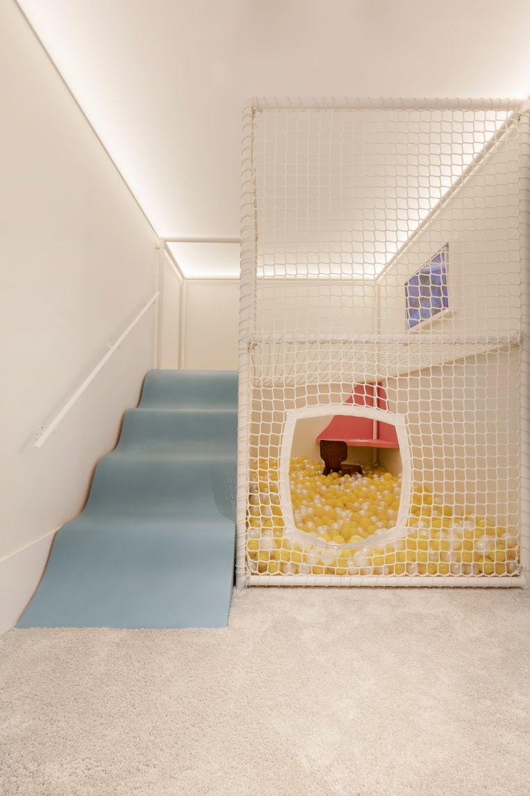 Bij Petite Lunette kunnen kinderen een bril passen in het ballenbad en uittesten op de glijbaan.