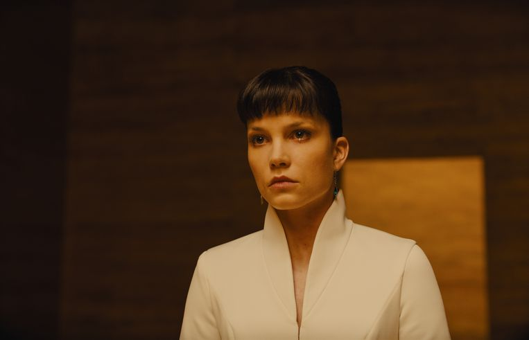 Sylvia Hoeks als Luv in 'Blade Runner 2049'. Beeld RV