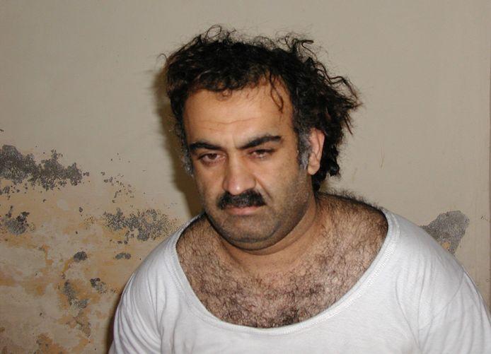 Beeld van Khalid Sheikh Mohammed uit 2003, kort nadat hij gevangen werd genomen.