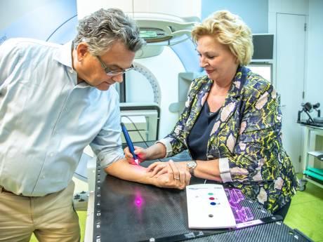 Speciale pen uit Zwolle maakt einde aan pijnlijke 'tattoopunten' bij behandeling kankerpatiënten