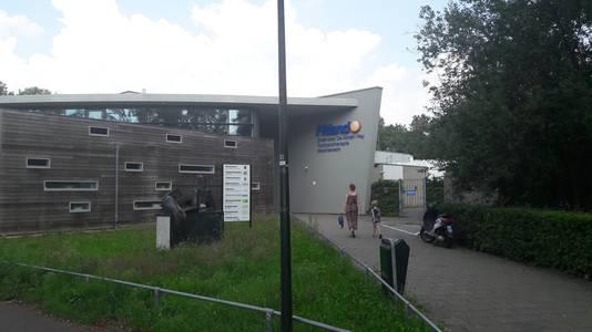 Fitland in Schijndel is overgenomen door Basic-Fit. Gratis zwemmen voor leden van de sportschool is er niet meer bij.