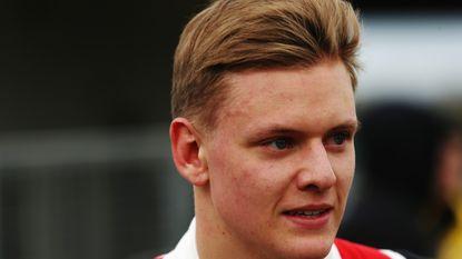 Zoon Mick kruipt in Francorchamps achter het stuur en bezorgt Schumacher straks het ultieme eerbetoon