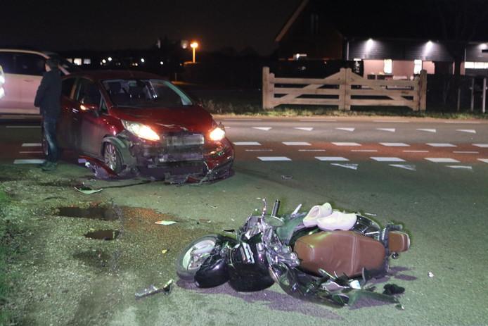 Het ongeluk op de Lage Valkseweg in Lunteren, dinsdagmiddag.